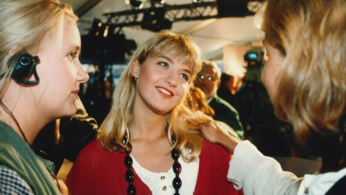 """1993. """"Här är ju en något yngre Kristin Kaspersen. Det är så häftigt att se att jag har hållit på så länge. Jag kommer ihåg en sekvens på Gröna Lund när Pernilla Wahlgren var gäst. Jag skrattade så att jag höll på att kissa på mig och det var ju direktsändning så det gick inte att sluta. Hon skulle cykla en bana men cyklar fel på något sätt."""""""