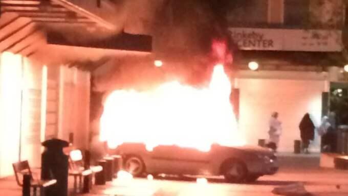 Under natten till torsdagen har det varit oroligt i Rinkeby med bland annat stenkastning mot polisen och en bilbrand. Foto: Läsarbild