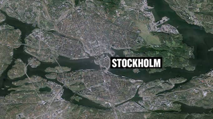 Polisen fick larm om att ett brott kan ha begåtts på ett hotell i centrala Stockholm.