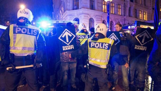 2013 demonstrerade nazister i centrala Stockholm på årsdagen av kristallnatten. Foto: Stefan Söderström