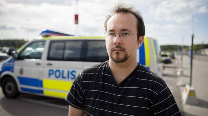 Joakim Nittberg, 26, studerande, Västerås: – Det är bedrövligt. jag läste om det på eftermiddagen. Jag har varit här förut och känner en kompis som jobbar här inne. Han hörde av sig tidigare i dag och det verkar vara okej med honom. Foto: Meli Petersson Ellafi