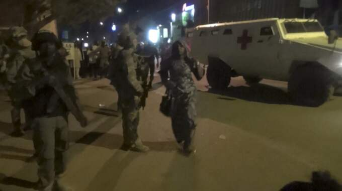 Poliser vid hotellet.