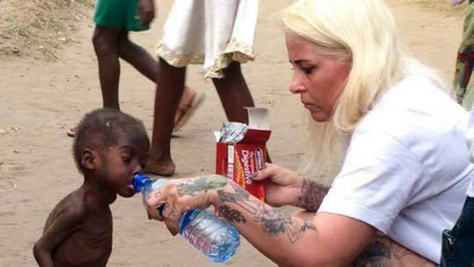 Tvåårige Hope ansågs vara häxa och blev utstött av sin familj innan han räddades av den danske hjälparbetaren Anja Ringgren Lovén. Foto: Dinnödhjälps Facebook