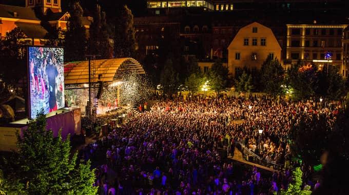 Väktare på utsatta badhus, bussar, festivaler med mera skulle också kunna öka skyddet mot sexuella ofredanden. Foto: Alexander Tillheden / STOCKHOLMS STAD