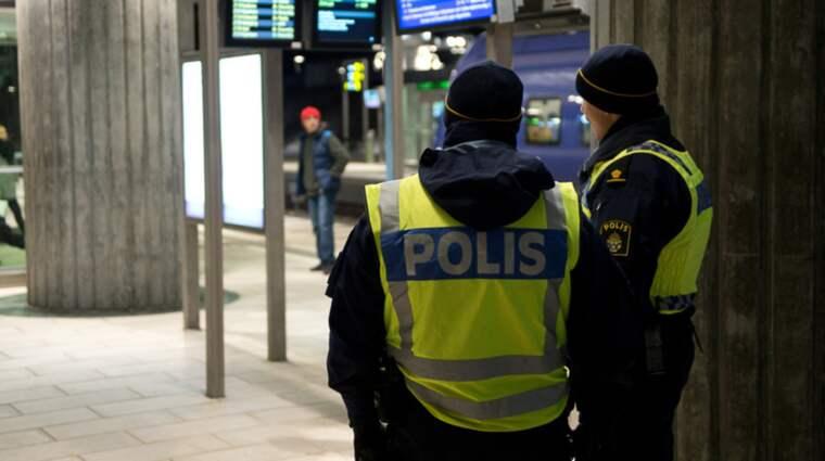 Flyktingar är inblandade i mindre än en procent av de ingripanden som polisen gör i Sverige. Foto: Fritz Schibli