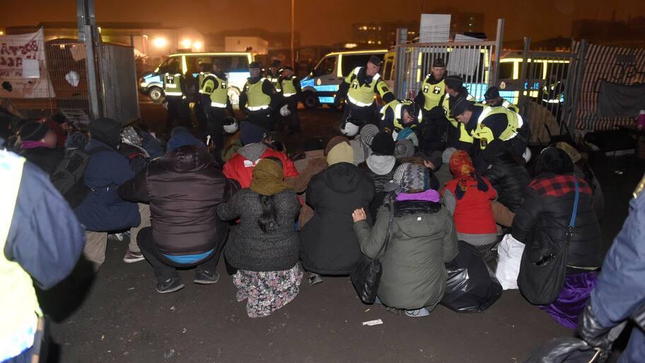 EU-migranter sover på skolgård mitt i Malmö