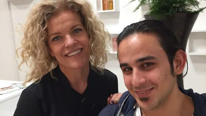 Mohammed Haymmoun jobbar hos Jeanette Ginstfeldt som frisör. Foto: Privat