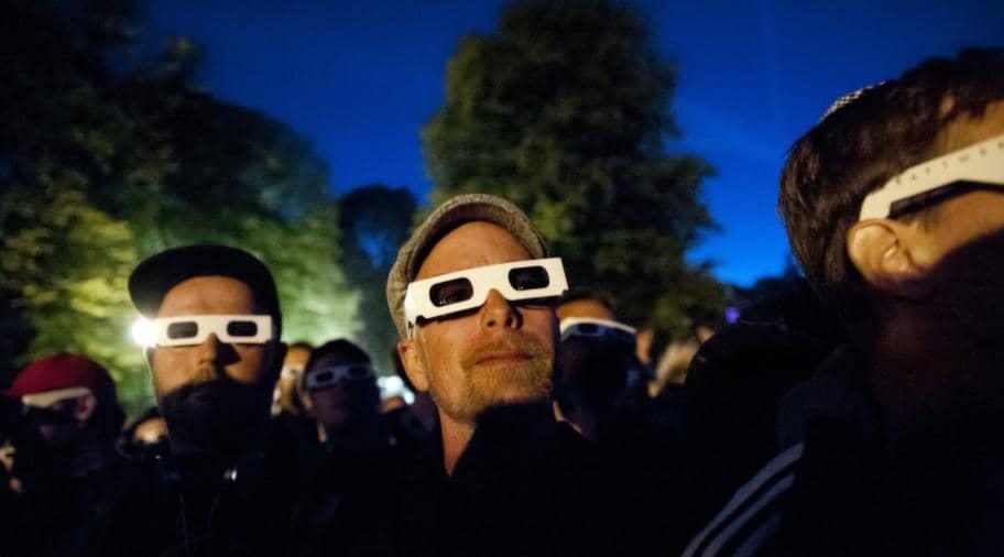 Publiken fick 3D-glasögon innan konserten. Foto: Izabelle Nordfjell