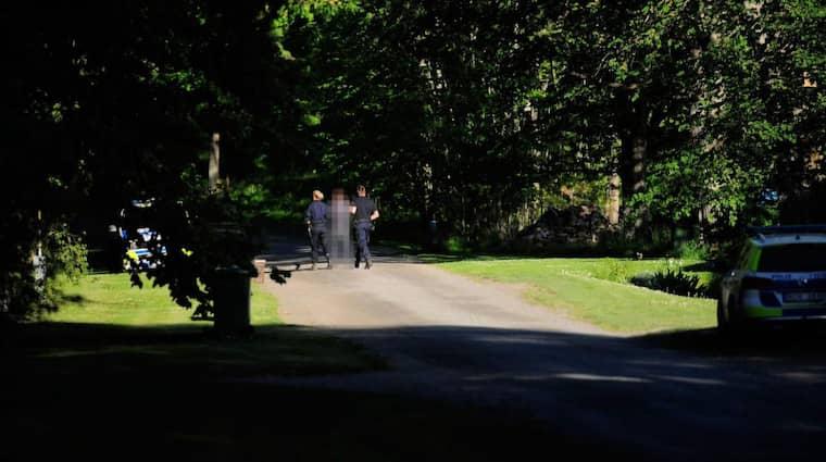 Tre personer har förts till förhör av polis i samband med jakten på försvunna Lisa, 17, men polisen har ännu inte bekräftat varför personerna har tagits med för förhör. Foto: Alex Ljungdahl