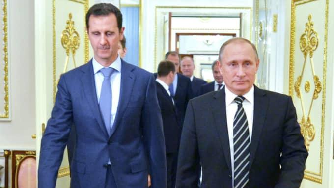 Bashar al-Assad och Vladimir Putin på ett möte i Moskva oktober 2015. Foto: EPA TT Nyhetsbyrån