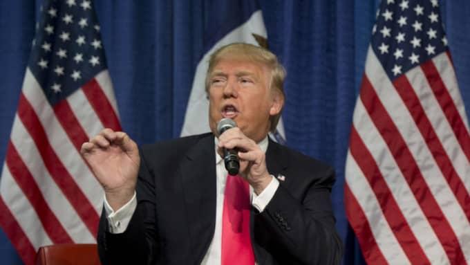 """Donald Trump inledde sitt tal med utrikespolitik, och lovade att bygga upp ett försvar så """"starkt att ingen vågar bråka med USA"""". Foto: AP"""