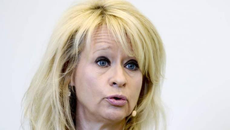 SEB-VD. Annika Falkengren håller inte med riksbanken och finansinspektionen. I stället för lägre aktieutdelningar vill SEB:s vd se att bankernas ägare ökar vinstandelen. Foto: Pontus Lundahl / Scanpix