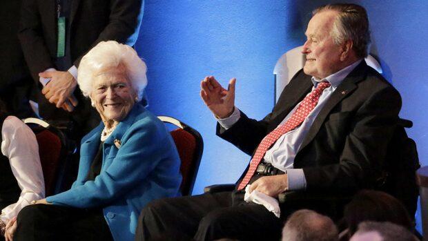 Paret Bush inlagda på sjukhus