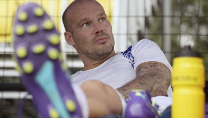Ljungberg tar en vilopaus under ett träningspass med sin nya klubb Foto: Rajanish Kakade