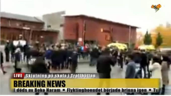 Många människor samlades snabbt utanför skolan.