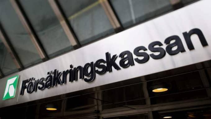 """""""Om Försäkringskassans tjänstemän i Stockholm råkar komma efter nio kan alla skrivbord redan vara upptagna. Då får personalen som vore de barn krypa ner i ljusgröna saccosäckar"""", skriver Karin Olsson i sin krönika. Foto: Henrik Montgomery/Scanpix"""