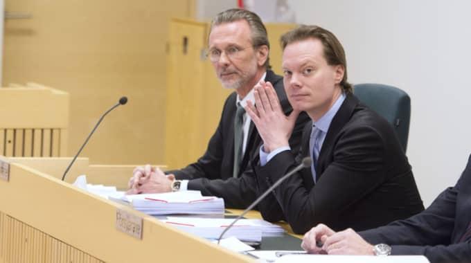 Martin Kinnunen i rätten med advokat Thomas Olsson. Foto: Sven Lindwall