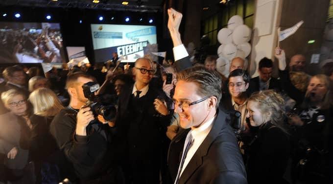 REGERING MED SEX PARTIER. Jyrki Katainen, ledare för Samlingspartiet Finlands moderater och blivande statsminister, satsar stort och brett. I dag inleder han förhandlingar om en regering med hela sex partier. Foto: Markku Ulander