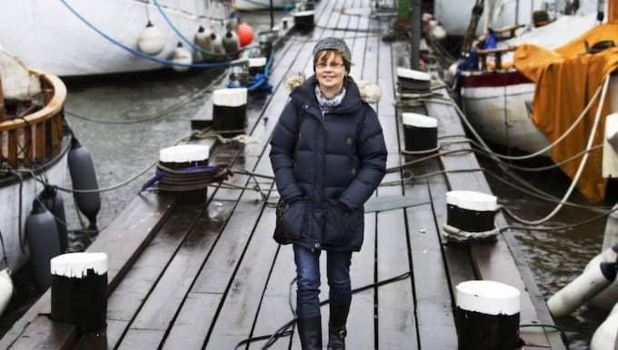 """Saknar fjällvärlden. Viveca Jillker gillar alla platser i Göteborg där man ser havet, den vidsträckta utblicken påminner om fjällvärlden. """"Man kan bo i Göteborg hur länge man vill, att vara same är ändå inget som suddas ut i en"""", säger hon. Foto: Jan Wiriden"""