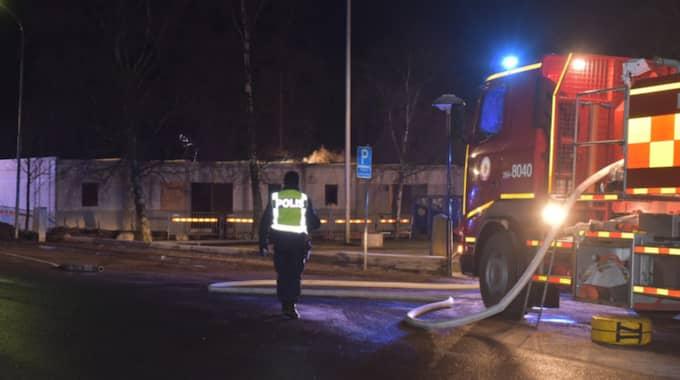 Bland övriga uppmärksammade fall som klassificerats med den hemliga koden finns en brandattack mot ett blivande asylboende med 16 baracker i Ekeby, nära Bjuv, i Skåne. Enligt polisen var branden anlagd. Foto: Jan Emanuelsson/Je-Photo