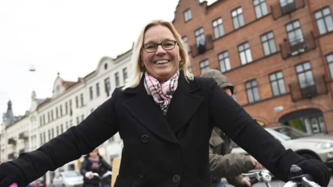 Tycker du bilisterna kör för fort på Möllan? Cecilia Strid, 49, rektor, Malmö: – Jag cyklar här tidig morgon och sen eftermiddag och jag har inte märkt av det alls. Å andra sidan är jag ju inte här på kvällen så ofta och passerar bara i genom. Foto: Jens Christian