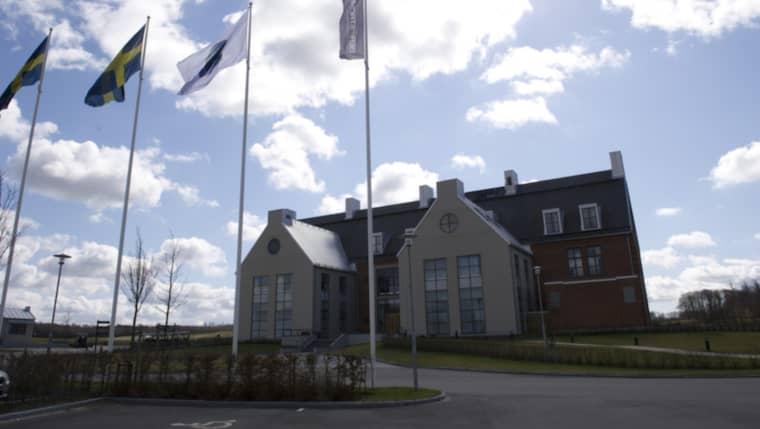 Kroppen påträffades i närheten av en av Sveriges lyxigaste golfbanor PGA Sweden national. Polisen utreder i nuläget händelsen som mord. Foto: Sara Strandlund