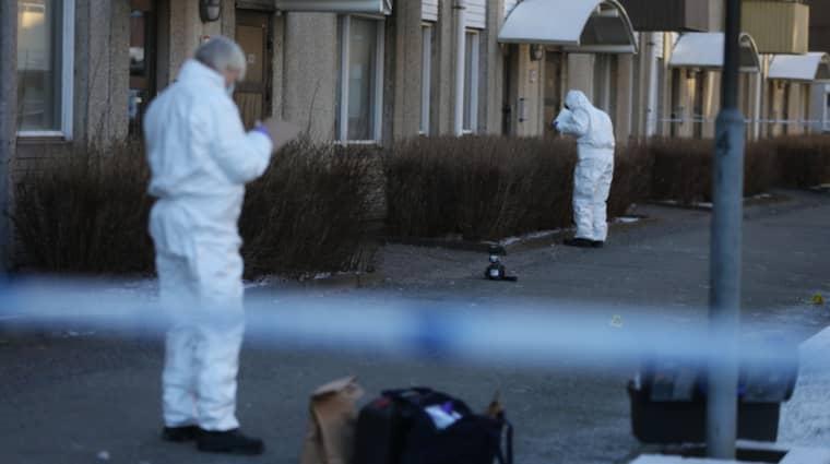 Enligt polisen är det explosiva ämnen det rör sig om,