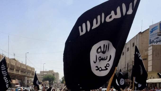 Svenska jihadister tar sms-lån för att kunna kriga i Syrien och Irak. Dessutom leasas bilar i Sverige som sen används i strid för IS. Nu arbetar Säpo tätt ihop med Finanspolisen för att stoppa terrorfinansieringen. Foto: AP/TT