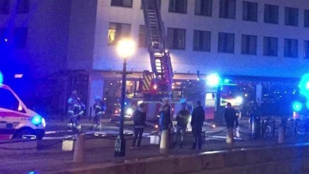 Restaurang började brinna – stort räddningspådrag