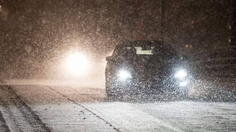 SE UPP PÅ VÄGARNA! Klass 1-varning för snöfall är utfärdad i stora delar av Götaland och Svealand. Foto: Pelle T Nilsson/AOP-IBL