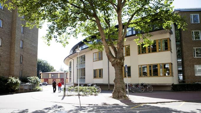 Kvällspostens uppmärksammade reportage om hoten mot vårdpersonal i Malmö har delats nästan 17 000 gånger på sociala medier. Nu tvingas även Kvinnoklinikens anställda i Malmö bära larm. Foto: SANNA DOLCK / KVP