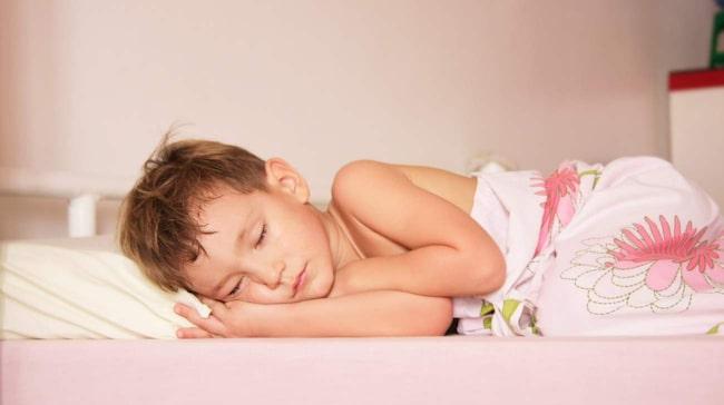 <span>När barn har magsjuka är det viktigt att de får i sig mycket vätska. Barn är mer känsliga för vätskeförlust än vad vuxna är.</span>
