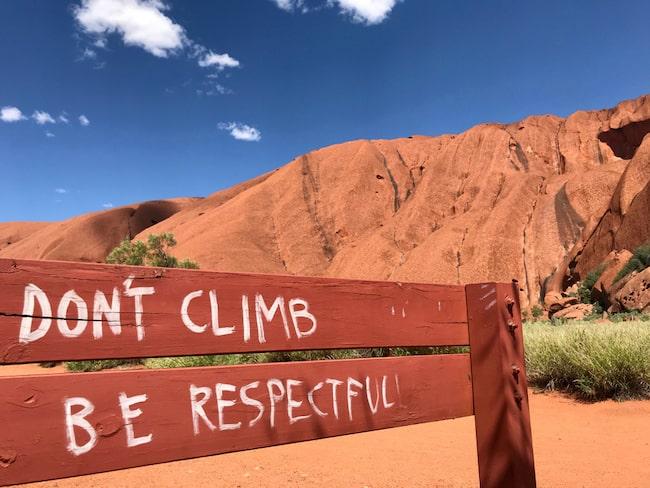 Australien urbefolkning vill att klippan ska respekteras och inte klättras på.