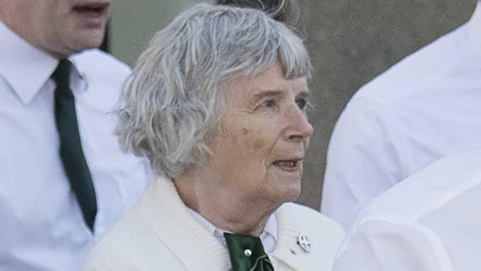 Vera Oredsson under en demonstration med Nordiska motståndsrörelsen i Falun i maj 2017. Foto: SVEN LINDWALL