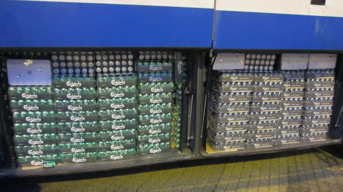 Det upptäcktes en hel del öl i den aktuella bussen. Foto: TULLVERKET/FÖRUNDERSÖKNINGSPROTOKOLLET