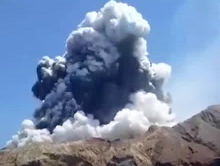 16 personer dog under vulkanutbrottet på Nya Zeeland