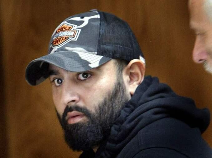 Mehdi Seyyed har flera domar mot sig, allt från misshandel och utpressning till bombdåd och vapenbrott.
