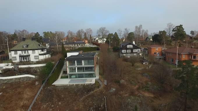 Allrachefen Alexander Ernstbergers lyxvilla med sjötomt på Lidingö som han köpte för 50 miljoner kronor. Foto: MAGNUS OLOFSSON