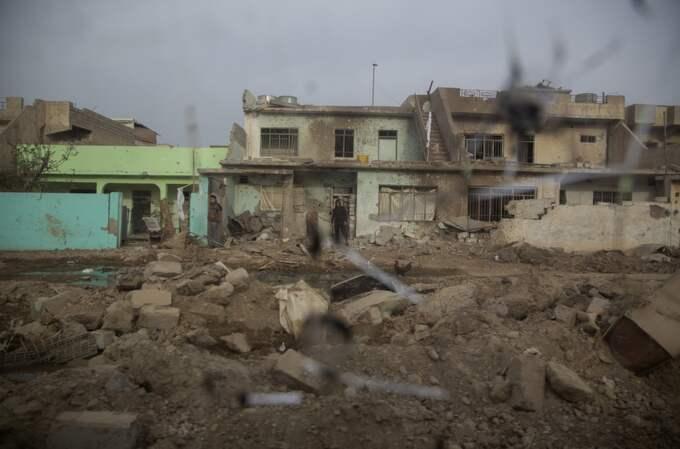 Den här stadsdelen befriades för bara några dagar sedan, men nya strider blossade kort därpå upp. Foto: Niclas Hammarström