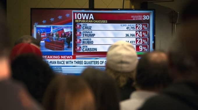 Det är oerhört jämnt efter valet i Iowa. Nu ska rösterna räknas. Foto: John Taggart / Epa / Tt
