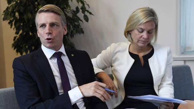 Finansmarknadsminister Per Bolund med finansminister Magdalena Andersson. Foto: JESSICA GOW/TT / TT NYHETSBYRÅN