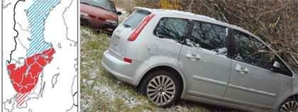 I Grillby utanför Enköping inträffade den här olyckan. Kartan visar risken för halka. Foto: SMHI och Tore Dahlström/MONTAGE