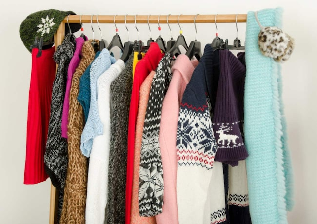 Hur och var du förvarar kläder kan avgöra både kvalitet och hållbarhet. I värsta fall kan fel förvaring till och med förstöra kläderna helt. Här tipsar vi om de bästa förvaringsknepen.