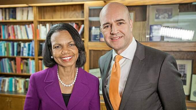 """Alltför familjärt. Fredrik Reinfeldt är alltför väluppfostrad i sitt möte med Condoleeza Rice i """"Toppmötet"""". Foto: SVT"""