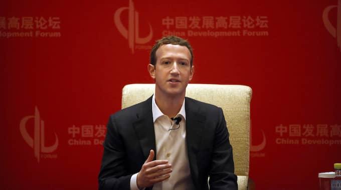 Zuckerberg på besök i Kina. Foto: Mark Schiefelbein / AP