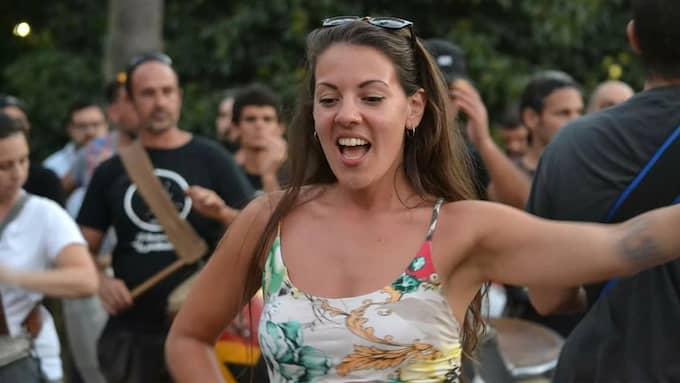Veronica Anahi Cubas övar inför karnevalen. Dansaren och koreografen vill hylla Sverige när hon dansar i den sydamerikanska karnevalen. Foto: Privat