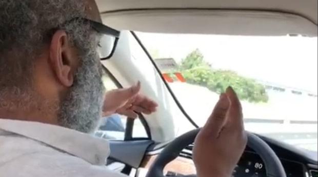 Jan-Åke, 50, får glädjefnatt när han testar Teslan
