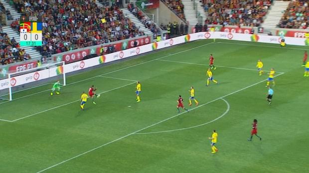 Här gör Cristiano Ronaldo 1-0 mot Sverige