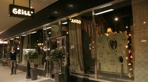 TOG DROGER PÅ KROGEN. På kända krogen Grill i centrala Stockholm befann sig tv-stjärnan i söndags kväll. Hon skall då även ha tagit droger. Foto: STEFAN FORSELL