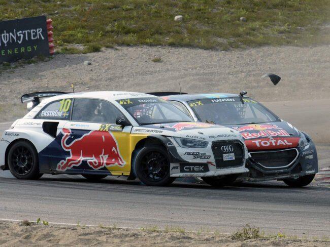 Svensken Timmy Hansen blev diskad efter den här omkörningen i deltävlingen Höljes i fjol. Nu tävlar han med Loeb.